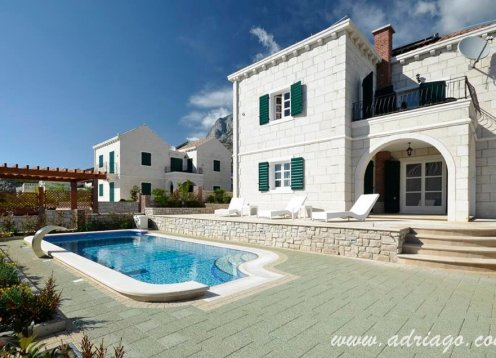 Luxury villa with pool in Makarska