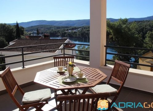 Island Hvar luxury apartment with seaview in Vrboska